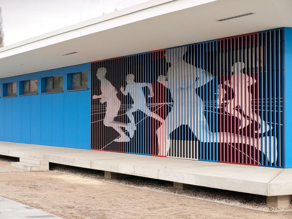 Sabine Herrmann & Klaus KIllisch: runners, Wandbild an Sporthalle, Berlin, 2013